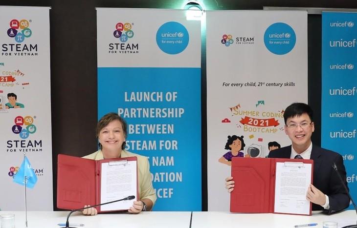 联合国儿童基金会启动提高越南儿童的数字化知识和技能计划 - ảnh 1
