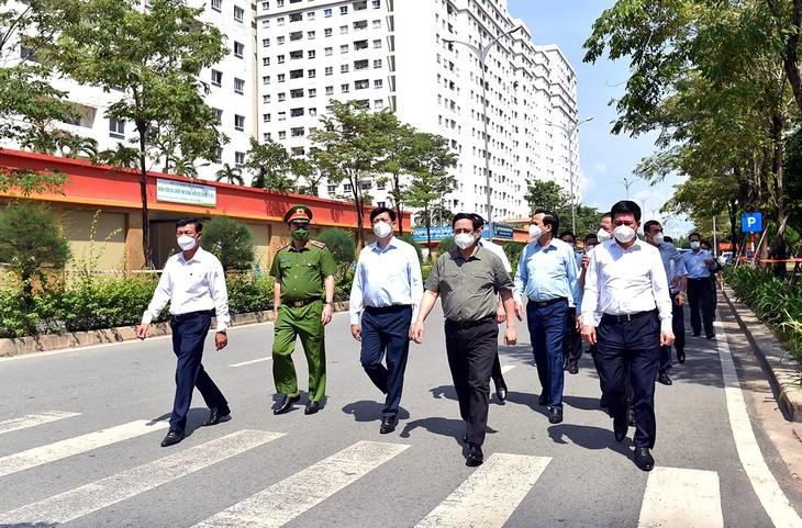越南政府总理范明政与胡志明市领导班子就防疫工作举行会议 - ảnh 1