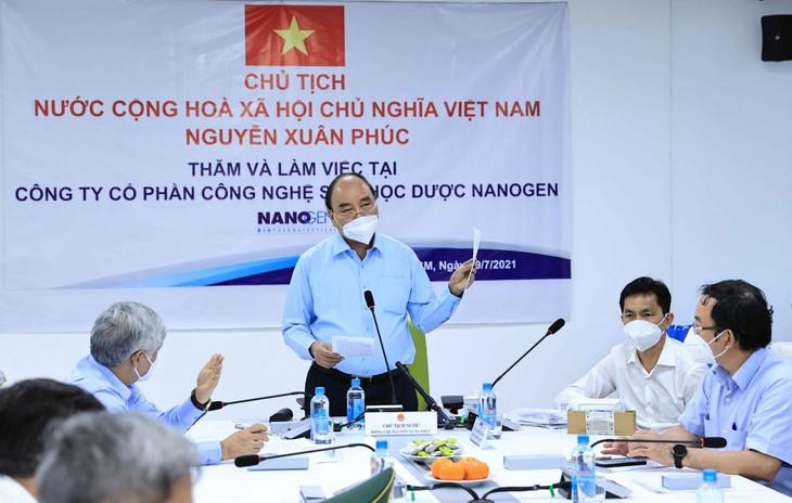 国家主席阮春福要求加快Nanocovax新冠疫苗试验进度 - ảnh 1
