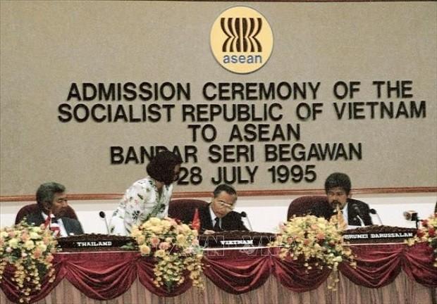 越南与东盟共同体并肩同行、共谋发展的26年 - ảnh 1