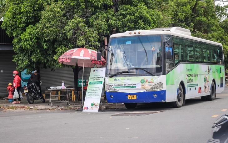 巴士超市帮助居民度过疫情时期 - ảnh 1