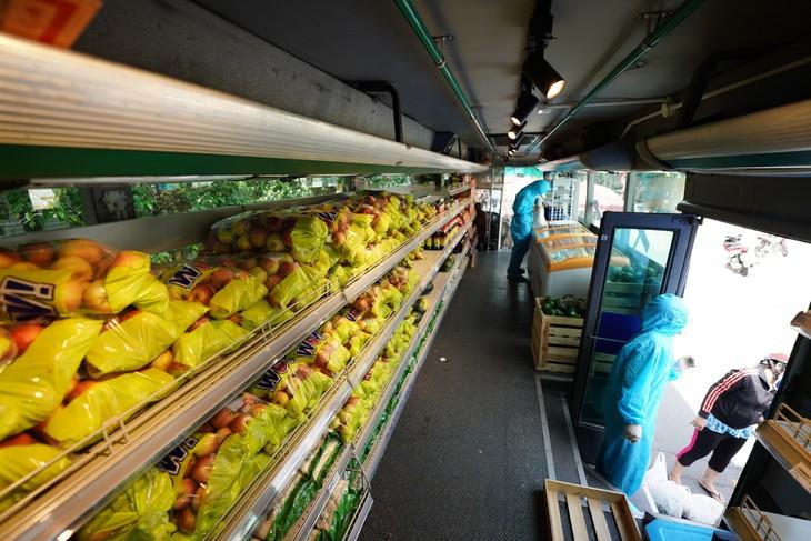 巴士超市帮助居民度过疫情时期 - ảnh 2