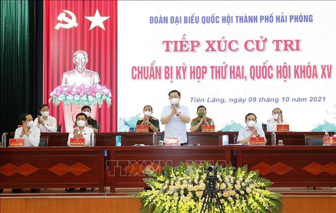 越南国会主席王庭惠与海防市选民进行接触 - ảnh 1