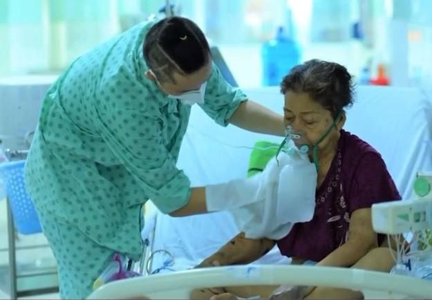 新冠肺炎康复患者自愿留院当志愿者 - ảnh 2