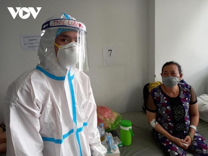 新冠肺炎康复患者自愿留院当志愿者 - ảnh 1