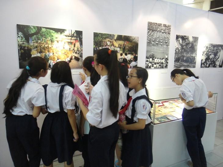 Pameran foto  tentang anak-anak pada masa perang - ảnh 4