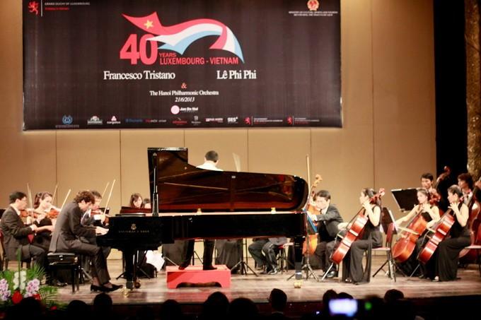 Malam konser orkes simfoni untuk memperingati ultah ke-40 penggalangan hubungan diplomatik Vietnam – Luksemburg - ảnh 1