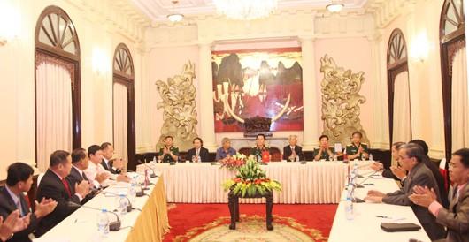 Memperkuat hubungan solidaritas Vietnam, Laos dan Kamboja - ảnh 1
