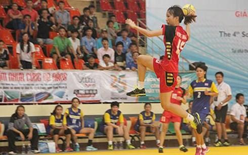 Vietnam menjadi juara putra dan juara putri dalam turnamen bola tangan Asia Tenggara 2015 - ảnh 1