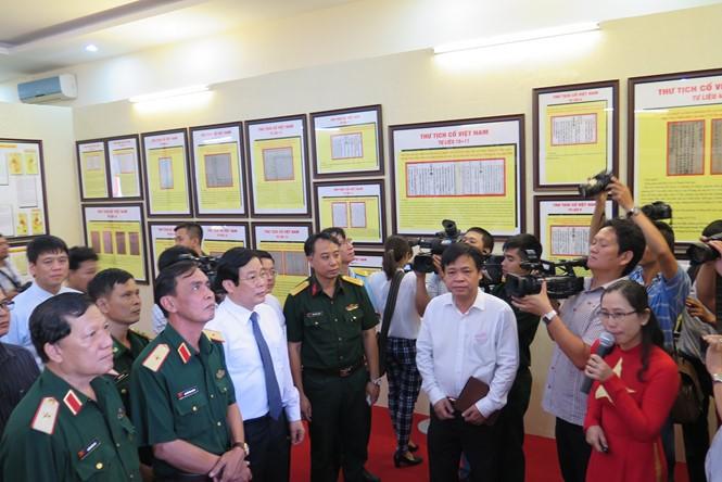 """Pameran """"Hoang Sa, Truong Sa wilayah Vietnam – bukti-bukti sejarah dan dasar hukum"""" diadakan di kota Ho Chi Minh - ảnh 1"""