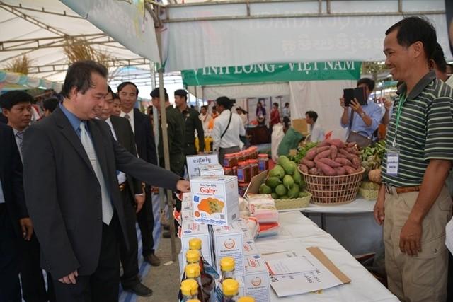 Badan usaha Vietnam berpartisipasi pada Pekan Raya Perdagangan di Kamboja - ảnh 1