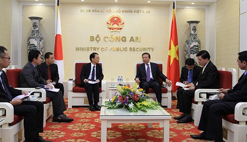 Menteri Keamanan Publik Vietnam, To Lam menerima Kepala Perwakilan JICA di Vietnam, Yasuo Fujita - ảnh 1