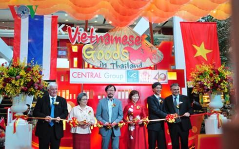 Pekan barang dagangan Vietnam di Thailand yang bergelora - ảnh 1