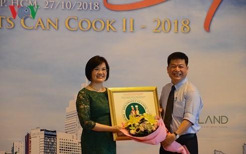 Concours: Faire la cuisine avec les familles de diplomates - ảnh 1
