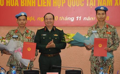 Deux officiers vietnamiens partent pour le Soudan du Sud - ảnh 1