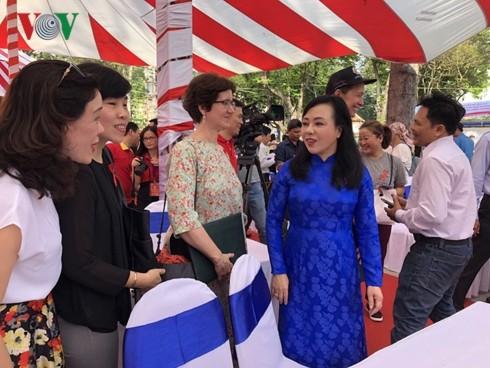 Le Vietnam fait écho à la Journée mondiale de lutte contre le sida - ảnh 1