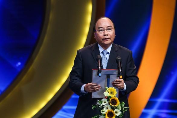 Nguyên Xuân Phuc à la remise des prix nationaux de la presse 2018 - ảnh 1