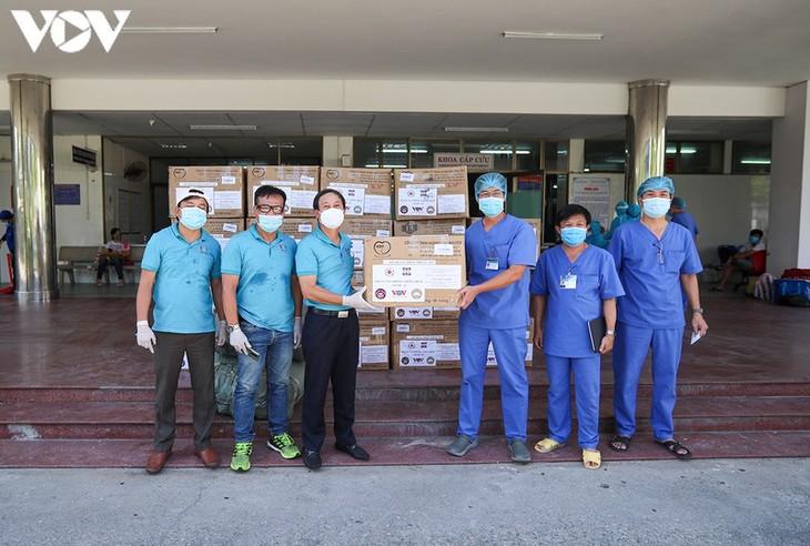 Quang Nam crée 4 nouveaux centres de confinement, VOV vient en aide à Danang - ảnh 1