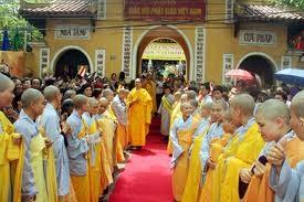 Vietnam ermöglicht Mönchen und buddhistischen Gläubigen, Religion zu folgen - ảnh 1