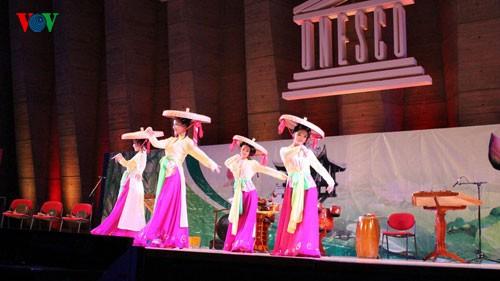 Vorführung traditioneller vietnamesischer Musik in Frankreich - ảnh 1