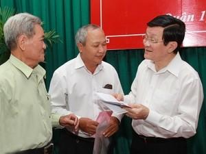 Staatspräsident Sang trifft Wähler im Stadtviertel 1 in Ho Chi Minh Stadt - ảnh 1