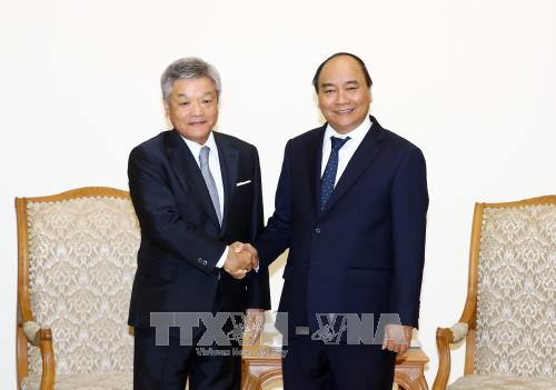 Premierminister Nguyen Xuan Phuc empfängt den Präsident des japanischen Konzerns Nikkei - ảnh 1