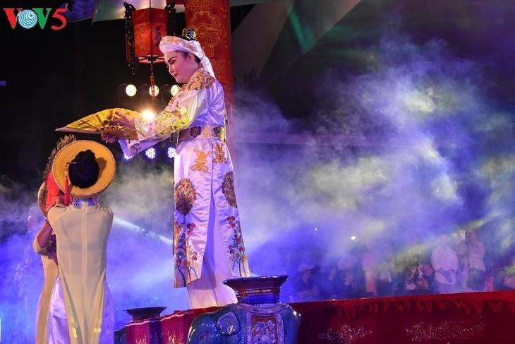 Die Schönheit des fokloristischen Chau Van-Gesangs beim Festival in Hue - ảnh 1