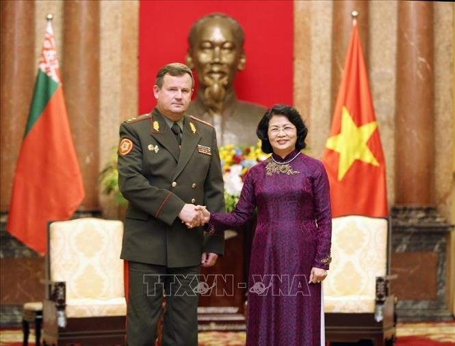 Dang Thi Ngoc Thinh empfängt den weißrussischen Verteidigungsminister - ảnh 1