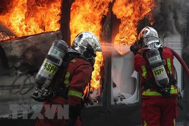 Gewaltausbruch bei Gelbwesten-Demonstration in Paris - ảnh 1