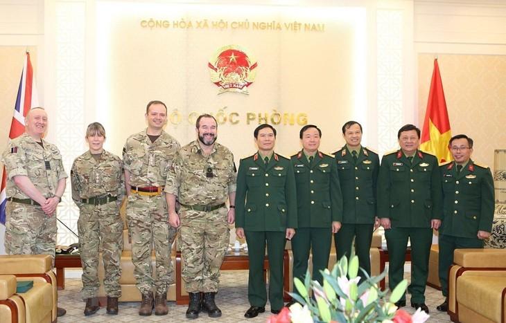 Vietnam und Großbritannien verstärken Zusammenarbeit in der Militärmedizin - ảnh 1