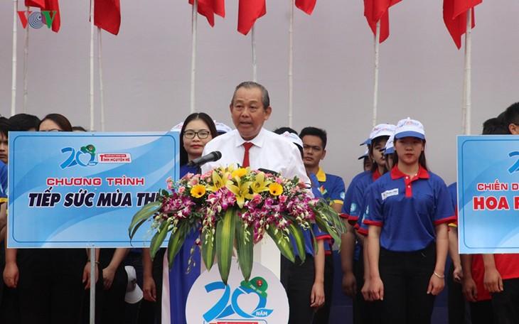 "Vizepremierminister Truong Hoa Binh nimmt an Feier zum Start der Kampagne ""Freiwillige Jugendliche im Sommer 2019"" teil - ảnh 1"