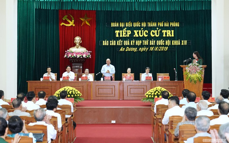 Premierminister Nguyen Xuan Phuc trifft Wähler der Stadt Haiphong - ảnh 1