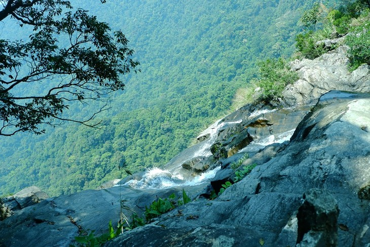 Die Schönheit des gigantischen Wasserfalls Do Quyen - ảnh 1