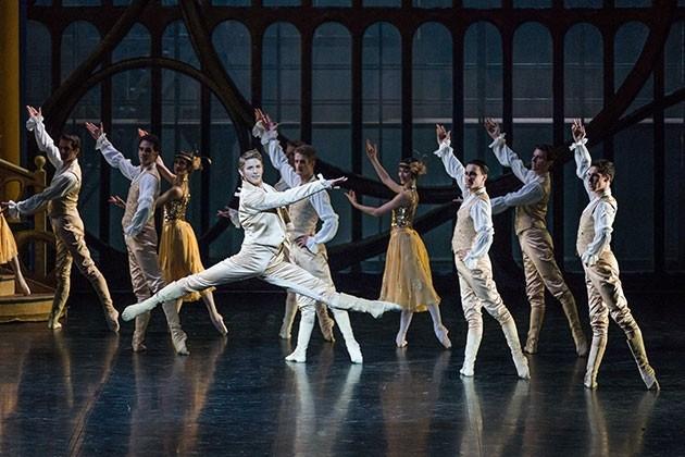 """Vorführung des Ballettstücks """"Cendrillon"""" im französischen Kulturzentrum L'Espace in Hanoi - ảnh 1"""