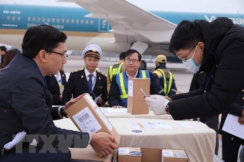 Leichnam und Asche der restlichen 23 Toten im Container in Großbritannien nach Vietnam zurückgebracht - ảnh 1