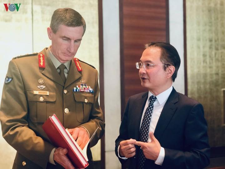 Präsentation des Weißen Buches über vietnamesische Verteidigung 2019 in Australien - ảnh 1