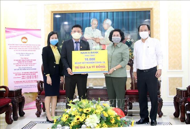 Ho Chi Minh Stadt: Fast 7000 Einheiten und Einzelpersonen spenden für Kampf gegen Covid-19 - ảnh 1