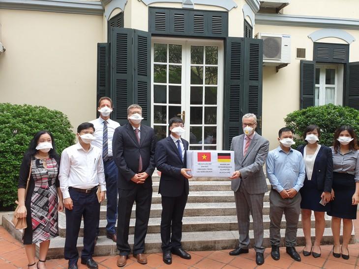 Vietnam-Deutschland-Solidarität im Kampf gegen Covid-19-Epidemie - ảnh 1