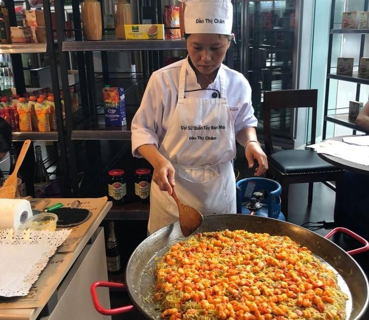 Tapas geniesßen und etwas über spanische Kultur in Hanoi erfahren - ảnh 1
