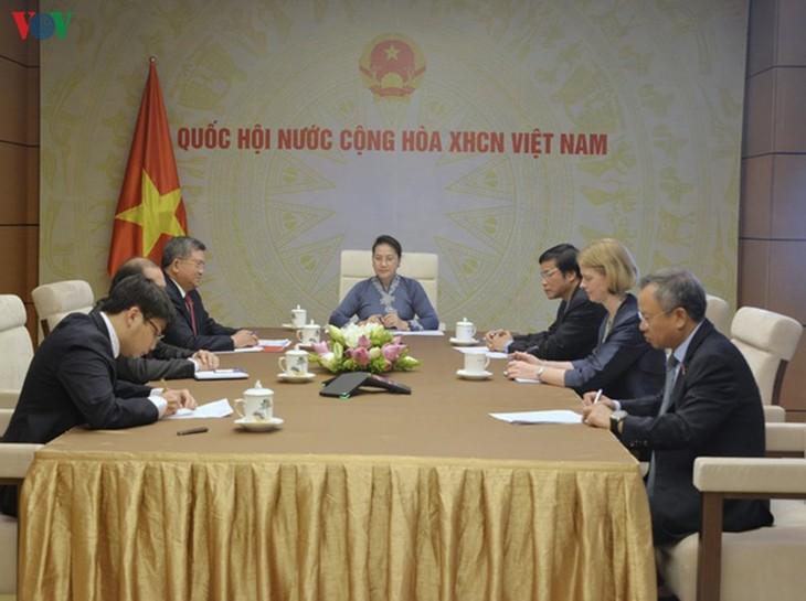 Vietnam und Neuseeland setzen Mechanismen für Zusammenarbeit und regionale Verbindung in der Wirtschaft um - ảnh 1