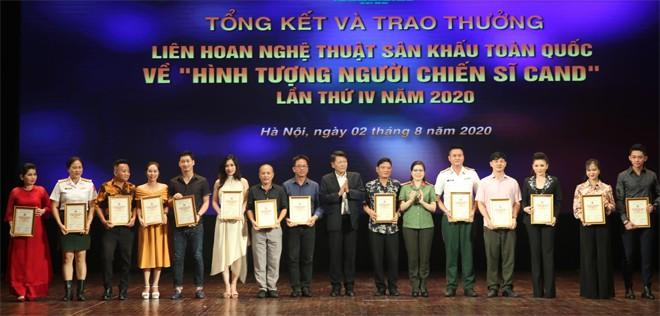 Abschluss des nationalen Theaterkunstfestivals über das Bild der Volkspolizisten - ảnh 1