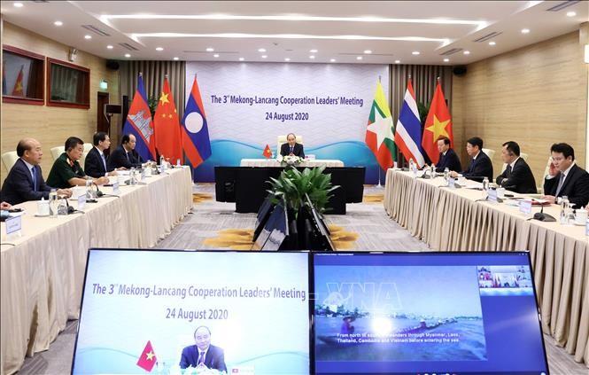 Premierminister Nguyen Xuan Phuc nimmt an hochrangiger Mekong-Lancang-Videokonferenz teil - ảnh 1