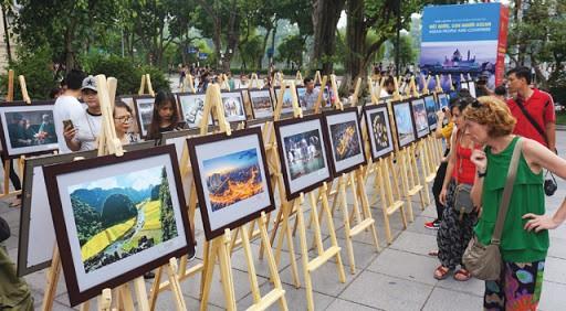 """Fotoausstellung """"Land und Leute der ASEAN"""" - ảnh 1"""