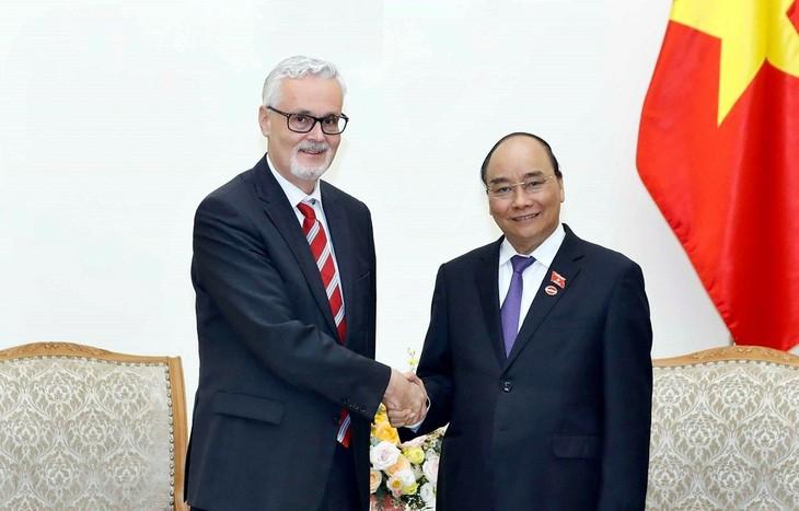 45 Jahre der freundschaftlichen Beziehungen und der effizienten Zusammenarbeit zwischen Vietnam und Deutschland - ảnh 1