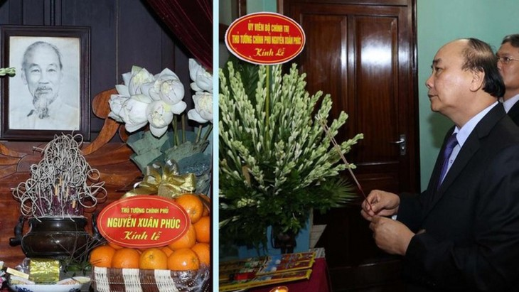 Premierminister Nguyen Xuan Phuc zündet Räucherstäbchen zu Ehren des Präsidenten Ho Chi Minh an - ảnh 1