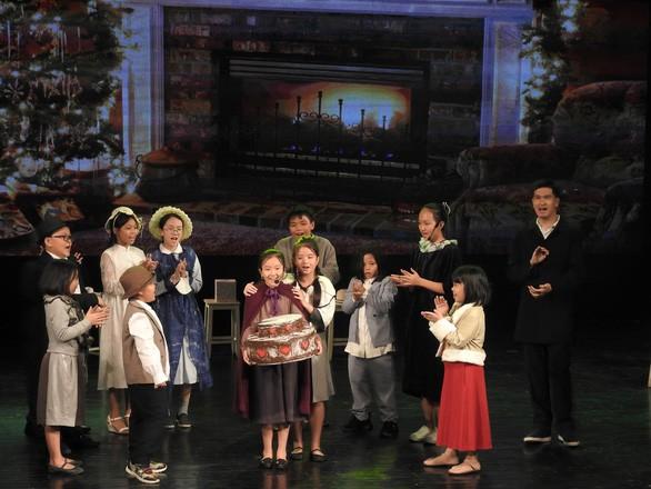 """Das Musical """"Das kleine Mädchen mit den Schwefelhölzchen"""" von Hanoier Schülern - ảnh 1"""