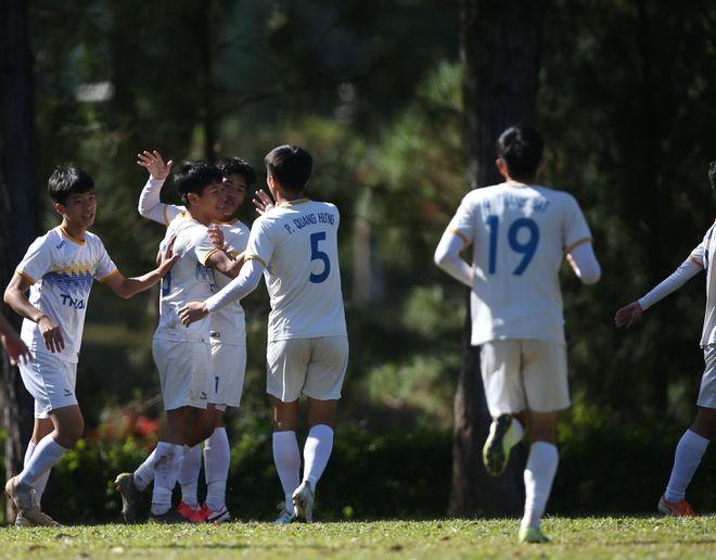 Zwölf Teams nehmen an Finalrunde der U19-Fußball-Nationalmeisterschaft teil - ảnh 1