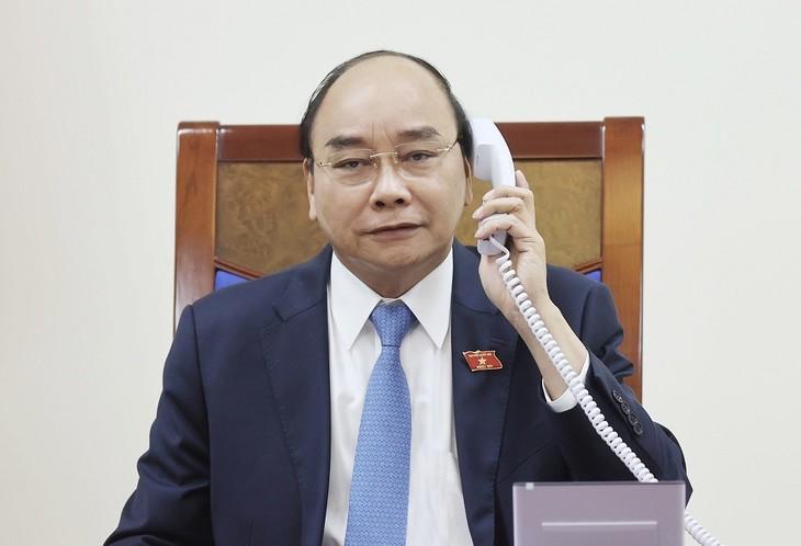 Premierminister Nguyen Xuan Phuc führt Telefongespräch mit Chiles Präsident  - ảnh 1