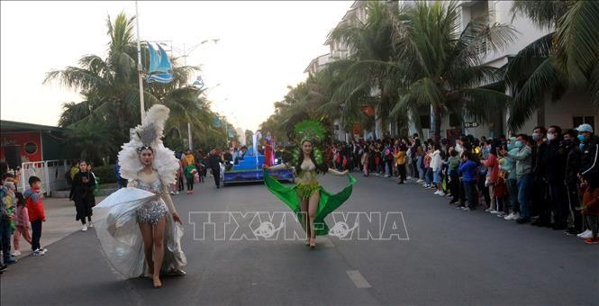 Zahlreiche einzigartige Kunstaktivitäten in Tuan Chau während der Feiertage - ảnh 1
