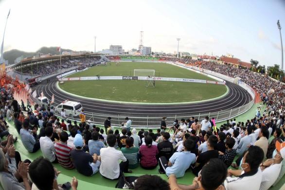 Fussballnationalmannschaft Vietnams vor Freundschaftsspiel mit dem Klub Binh Dinh  - ảnh 1